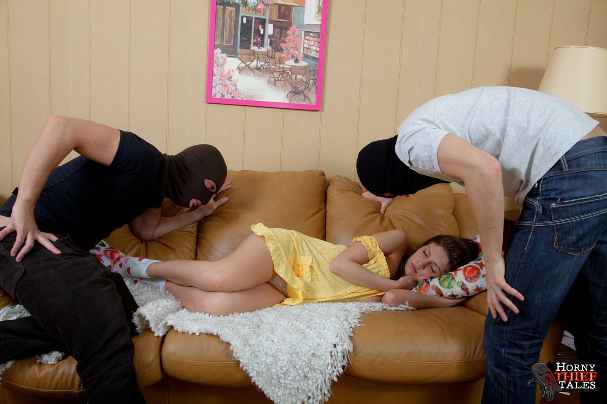 Два вора порно габителя трахнули девушку фото 655-503