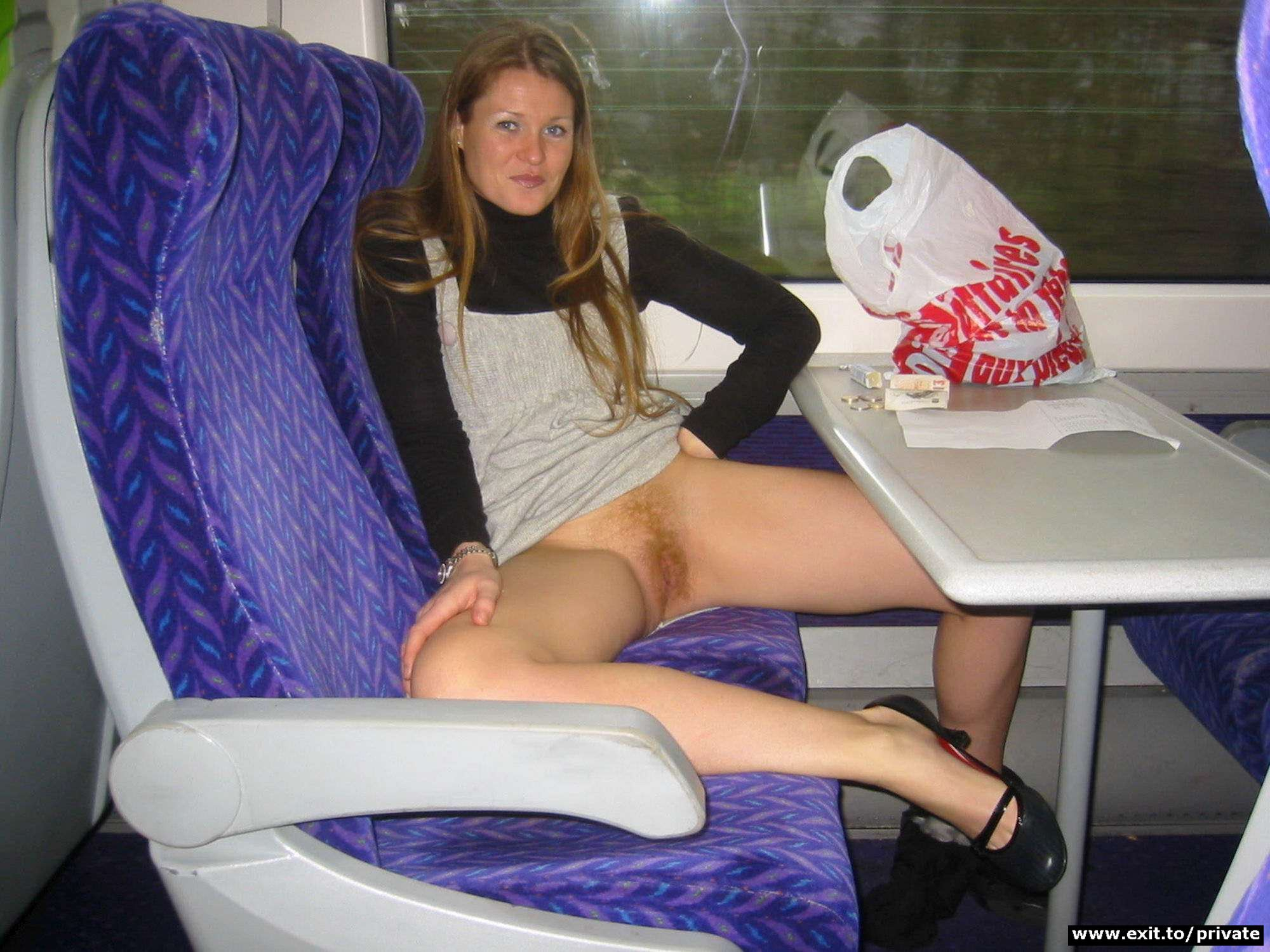 Рукой под юбку в транспорте 7 фотография