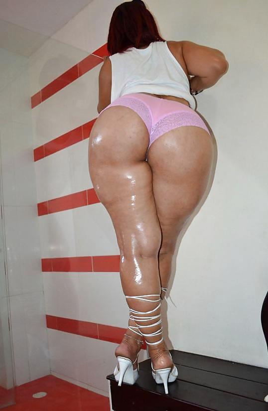 Gorgeous lesbian anal licking ass