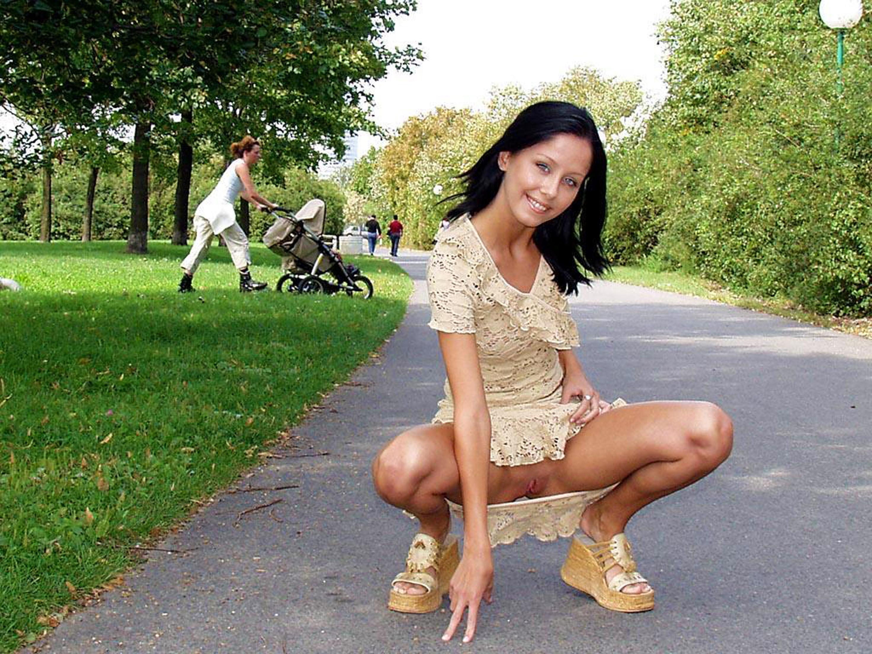 Без трусов в парке