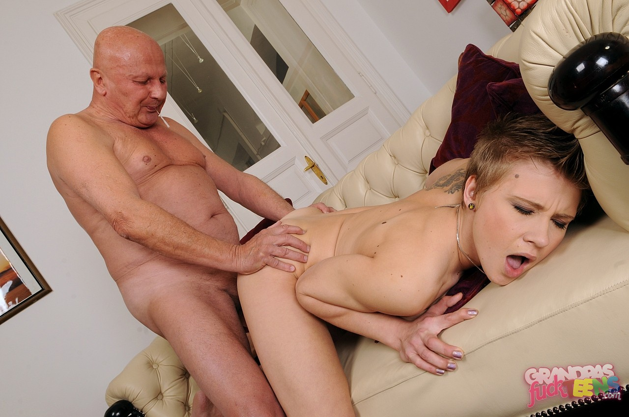 porno-onlayn-starie-trahayut-molodih