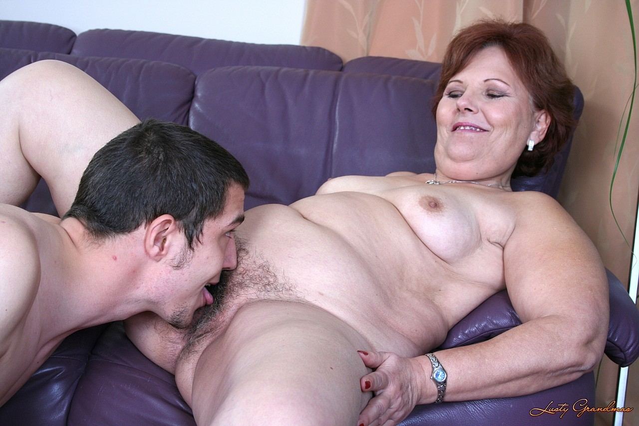 Бабушка с Внуком - Порно Инцест Видео