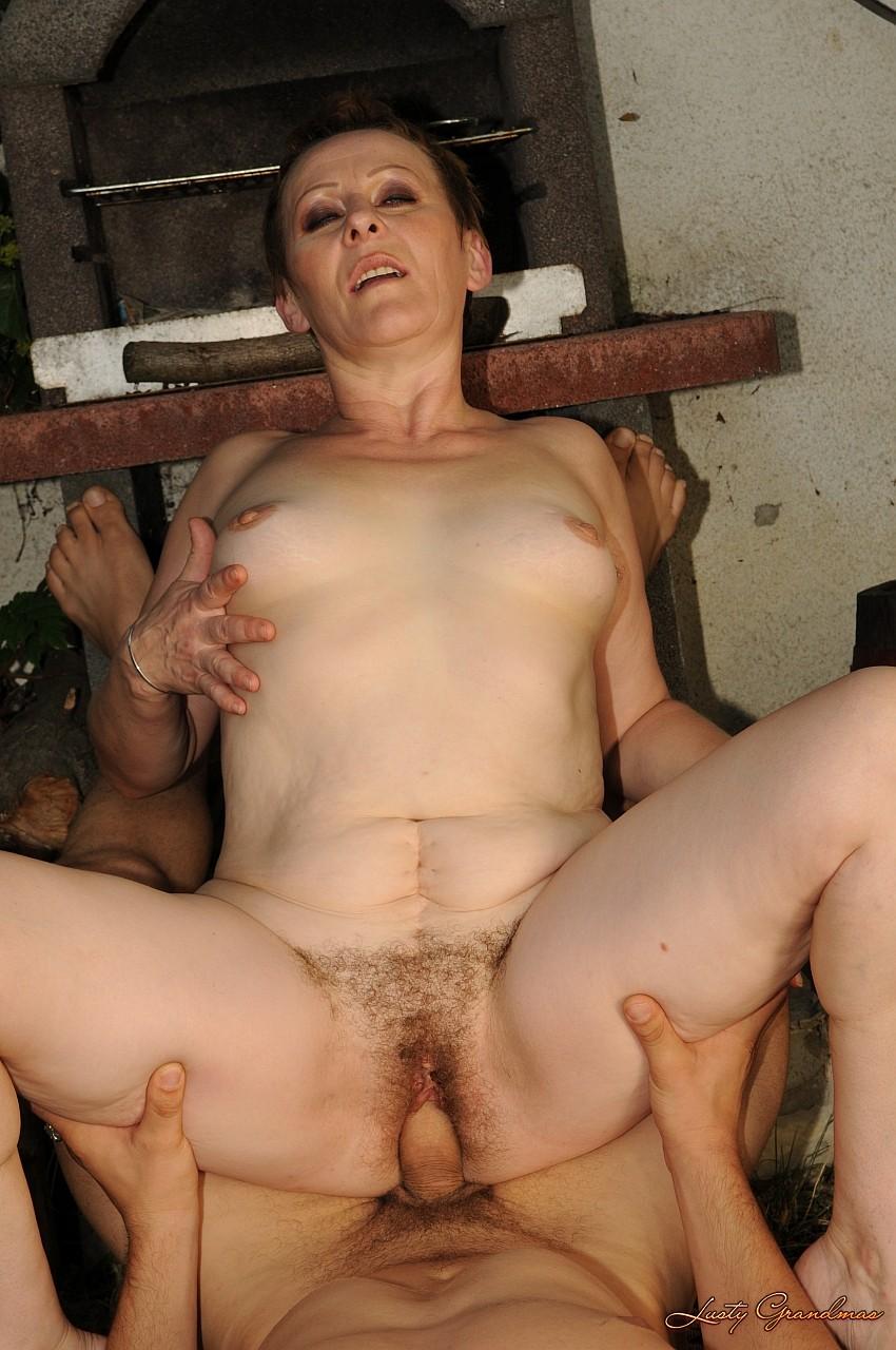 Трахающиеся пожилые женщины 3 фотография