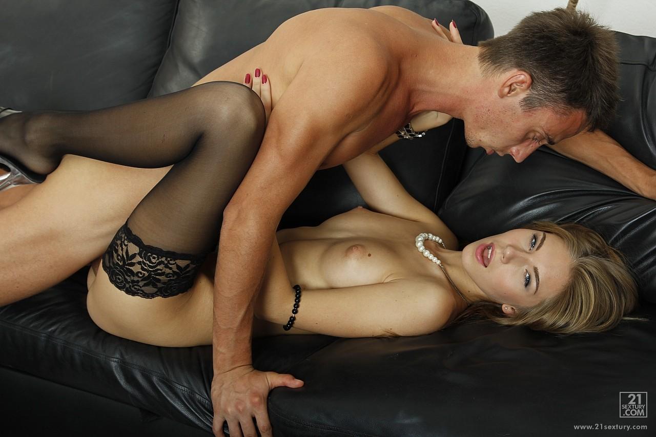 Секс в чулках с худой