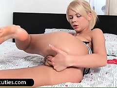 horny-blond-babe-fingers-twat