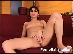 italian-porn-masturbation-italiana-si-masturba-la-figa