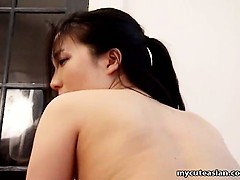 aamateur asian bitch gets her shaved muffin fucked