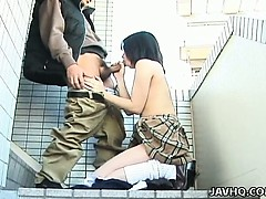 schoolgirl-seire-mochizuki-gets-kinky-on-the-street