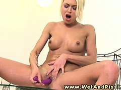 sweet pee fetish hottie fingers her wet clit