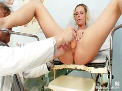 blonde-gabriela-gyno-speculum-exam-at-kinky-clinic