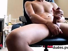 amateur-young-asian-shooting-cum-at-home