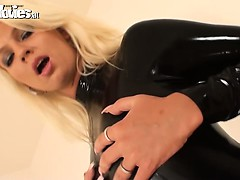 brunette-and-blonde-babes-in-black-latex-fondle