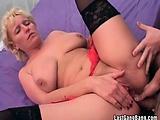 Hot chubby milf got pussy fingered