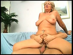busty-blonde-ripe-slut-with-big-butt-gives-amazing-blowjob