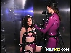 lesbian-milf-in-latex