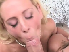 moms-pussy-is-so-yummy