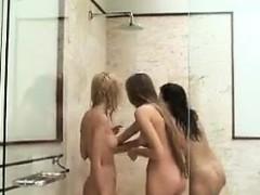 naked-teen-beach-babes