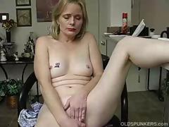 mature-amateur-has-an-orgasm