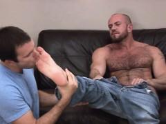 guy-licks-bears-feet-while-he-pleasures