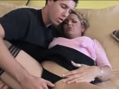 delivery-guy-meets-horny-housewife