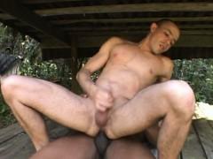 beefy-gay-banging-outdoors
