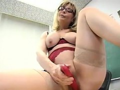 teacher-masturbates-in-the-classroom