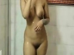 cute indian washes her beautiful body – نيك بنات الهند الجميلات بنت مزة فى شقة مفروشة مع عشيقها تتناك