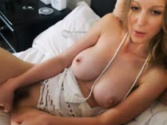 camgirl-wet-pussy-toy-show