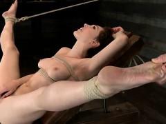hot-amateur-ball-licking