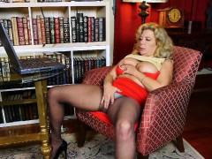 business-woman-masturbates-in-pantyhose