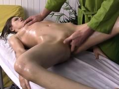 very-hot-brunette-slut-gets-boned-during-massage
