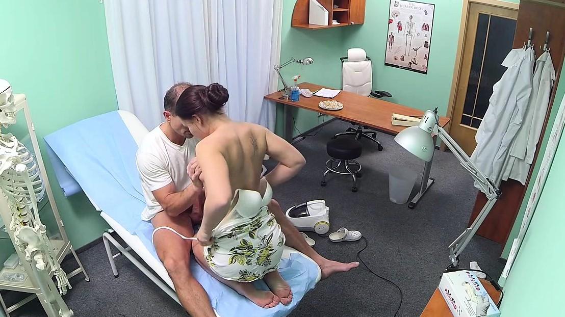 Порно клиника скрытая камера