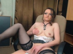 gorgeous-camgirl-babe-plays-her-tight-pussy