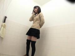 japanese-teens-pissing