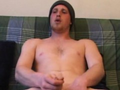 hunky-ginger-amateur-skater-jacking-off