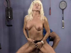 muscle mom sex at the gym – ‏ناك مرات ابوه فى كسها