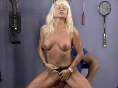 muscle mom sex at the gym – ناك مرات ابوه فى كسها
