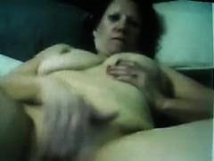 webcam-woman-rubbing-her-wet-pussy