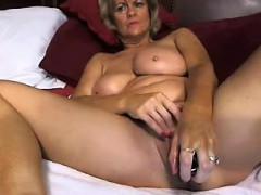 hot-mom-from-hotcammodelss-com-self-masterbating
