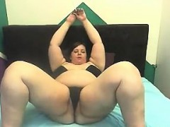 romanian-bbw-rubs-her-tits-and-pussy