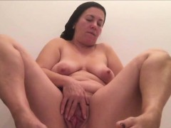 chubby-milf-playing-with-her-pussy