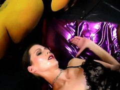 german-sexy-slut-gives-cum-swallowing