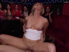 blowjob-at-the-club-in-the-group