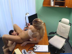 fakehospital-nurse-seduces-computer-technician