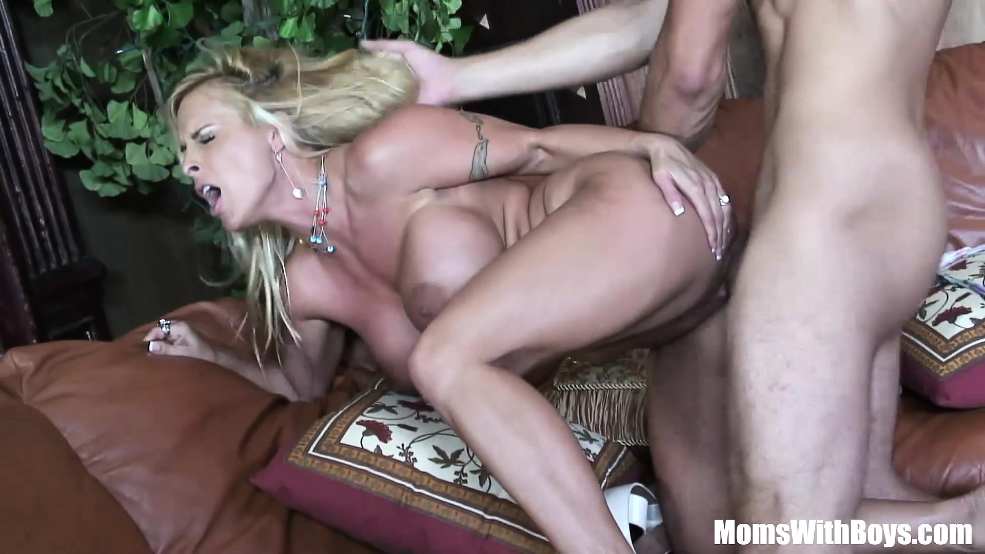 porno-video-mama-blondinka