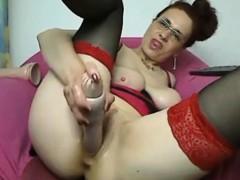 mature-amateur-linda-toys-her-soaking-pussy