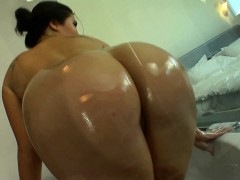 busty-asian-babe-fingering-her-pussy-in-the-bath