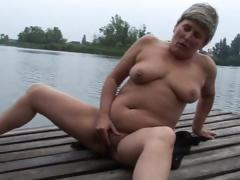 granny-is-masturbating-outdoors
