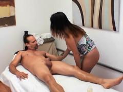 masseuse-gigi-skye-gives-client-erotic-massage