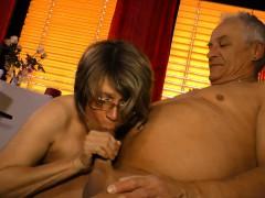 hausfrauficken-mature-german-housewife-gets-cum-on-tits
